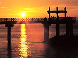 越後出雲崎「天領の里」:夕凪の橋